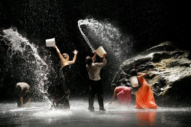 Tanztheatre Wuppertal ensemble in Pina Bausch's Vollmond | Laurent Philippe