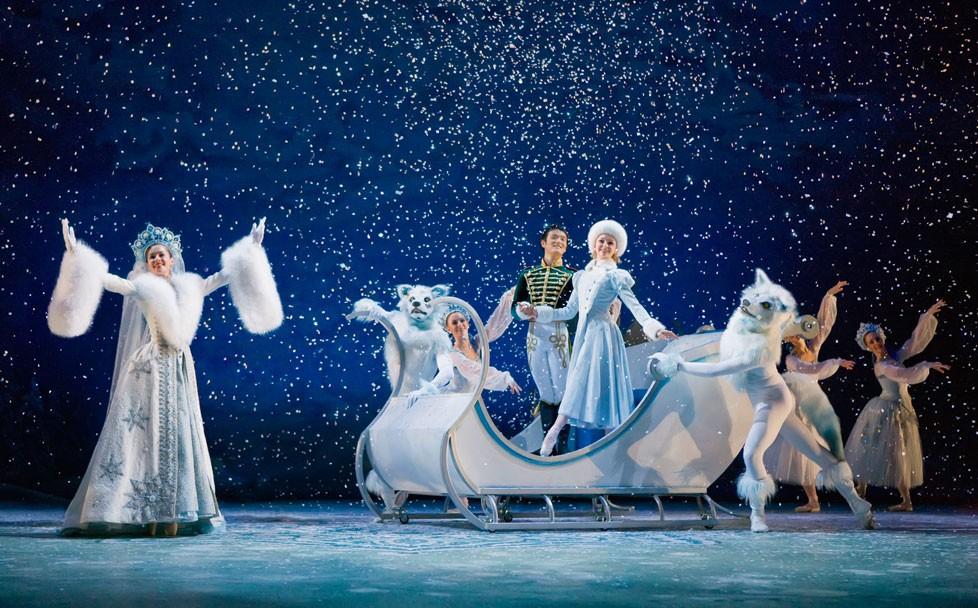 Des artistes de l'Alberta Ballet dans Casse-Noisette
