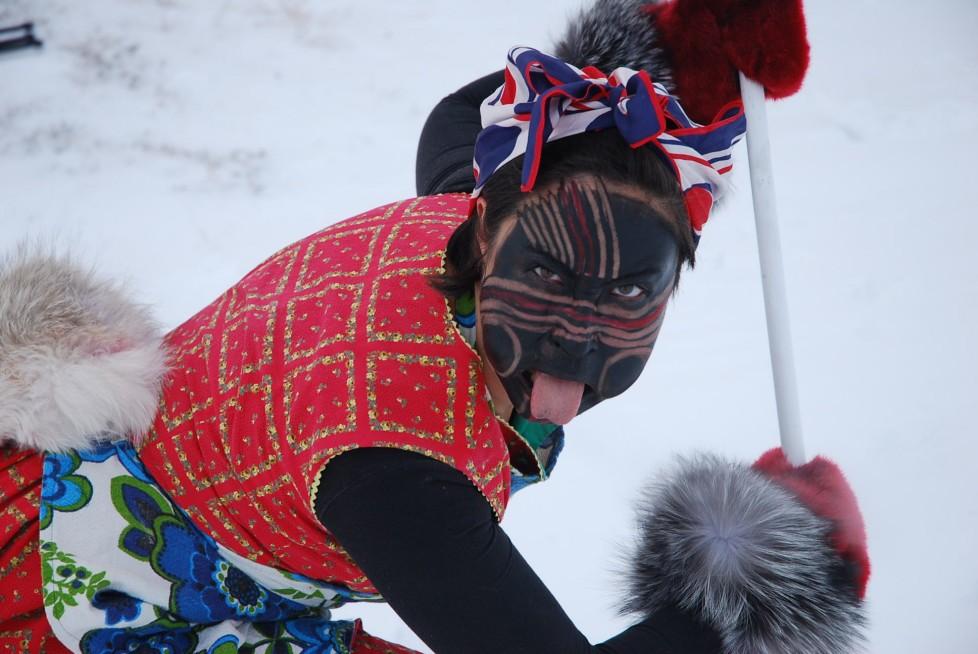 Laakkuluk Williamson Bathory est aussi spécialisée dans l'enseignement du conte et de la danse de masques du Groenland.