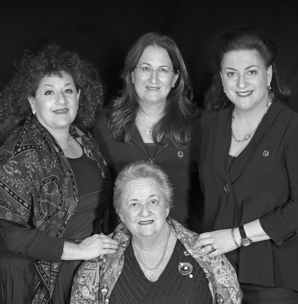 LA FAMILLE AZRIELI Sharon, Danna et Naomi avec leur mère, Stephanie