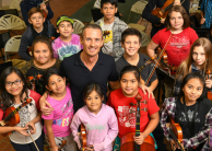 Alexander Shelley and students from Sistema Winnipeg | Fred Cattroll
