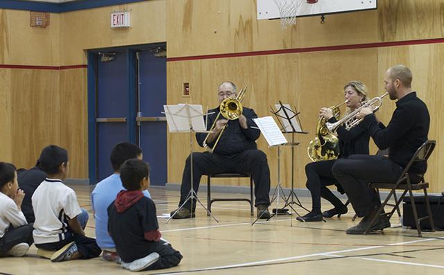 Concert à l'école primaire Alookie (Pangnirtung)