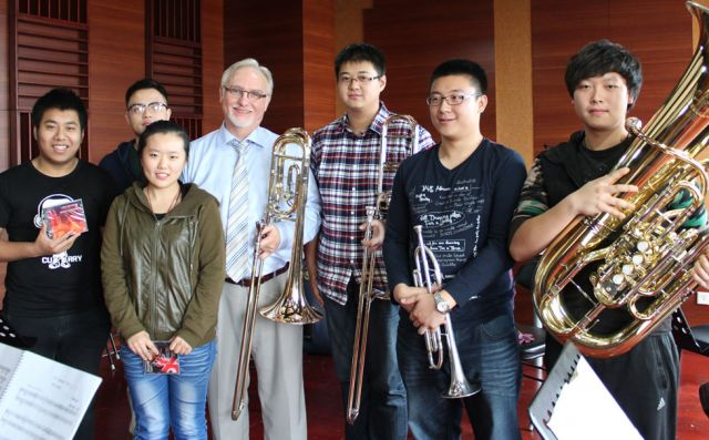 Douglas Burden with his class at the Central Conservatory of Music, Beijing | photo: Marnie Richardson