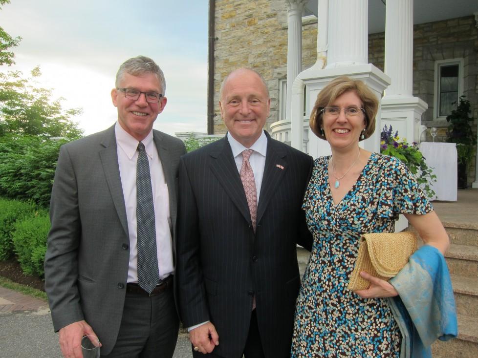 Son Excellence Bruce Heyman, ambassadeur des États-Unis au Canada, et David McGown, (CIBC) et Christy Harris (SMI)